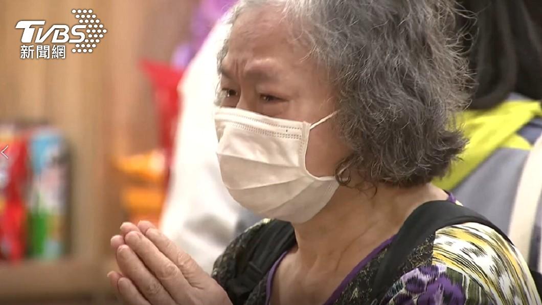 21歲呂姓女大生罹難,家人悲痛崩潰。(圖/TVBS資料畫面) 21歲女蘇花車禍斷魂 家屬將捐復康巴士遺愛人間