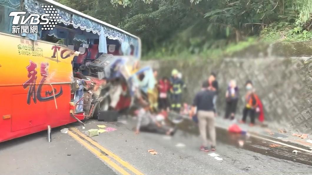 (圖/TVBS資料畫面) 蘇花公路遊覽車撞山壁 3壽險啟動保戶調查理賠