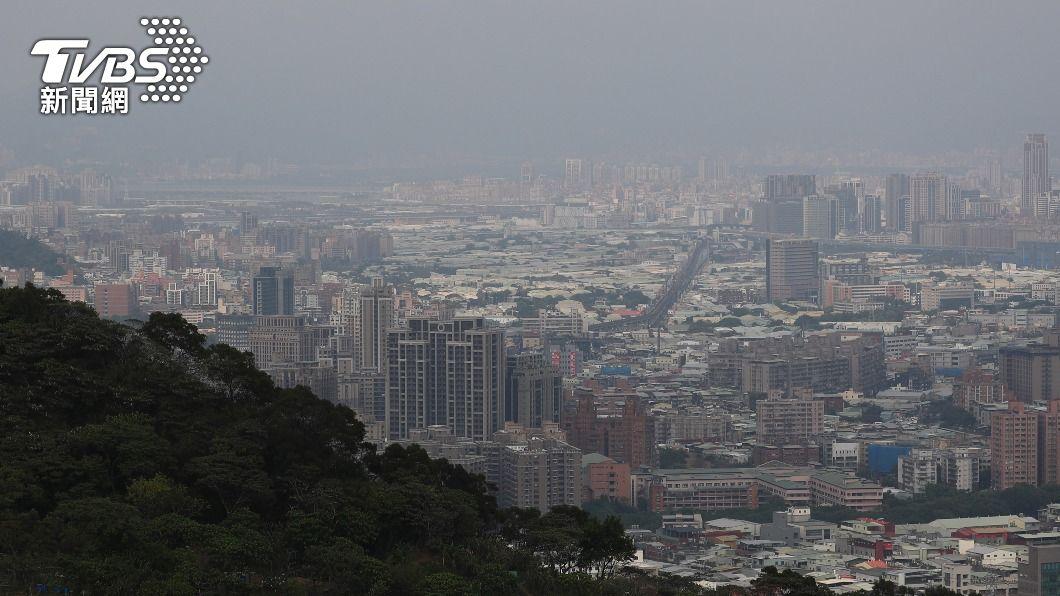 (圖/中央社) 霧茫茫!擴散條件不佳 西半部空氣品質多數亮橘燈