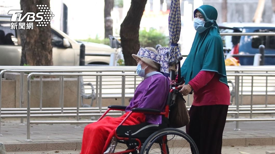 圖為在台印尼移工工作情形。(圖/中央社) 印尼移工新版防疫方案送指揮中心 解禁重啟談判