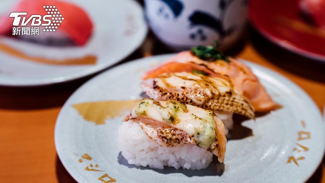 日本迴轉壽司店「壽司郎」祭出新活動。(示意圖/shutterstock達志影像) 鮭魚團吃爆壽司郎 狂嗑1萬3千元「店員算盤臉超臭」