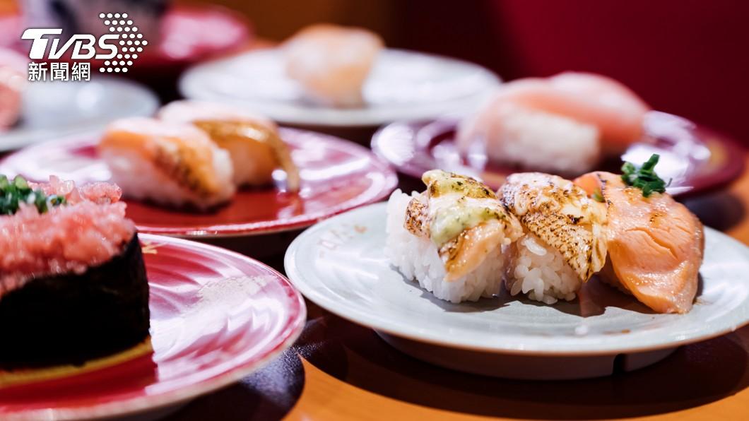 知名壽司店「壽司郎」日前祭出優惠活動。(示意圖/shutterstock達志影像) 改完名惡夢纏身「變鮭魚被吃」 命理師揭下場:快改回