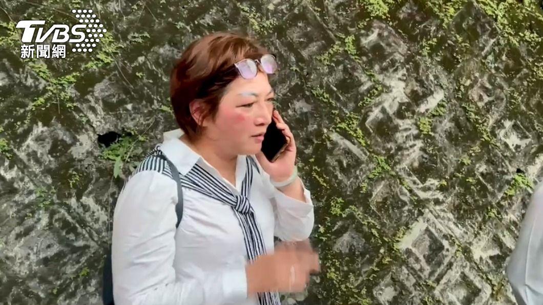 復興里長劉洪珠表示,很煎熬仍要面對。(圖/TVBS) 蘇花遊覽車撞山壁釀6死 里長:煎熬仍要面對
