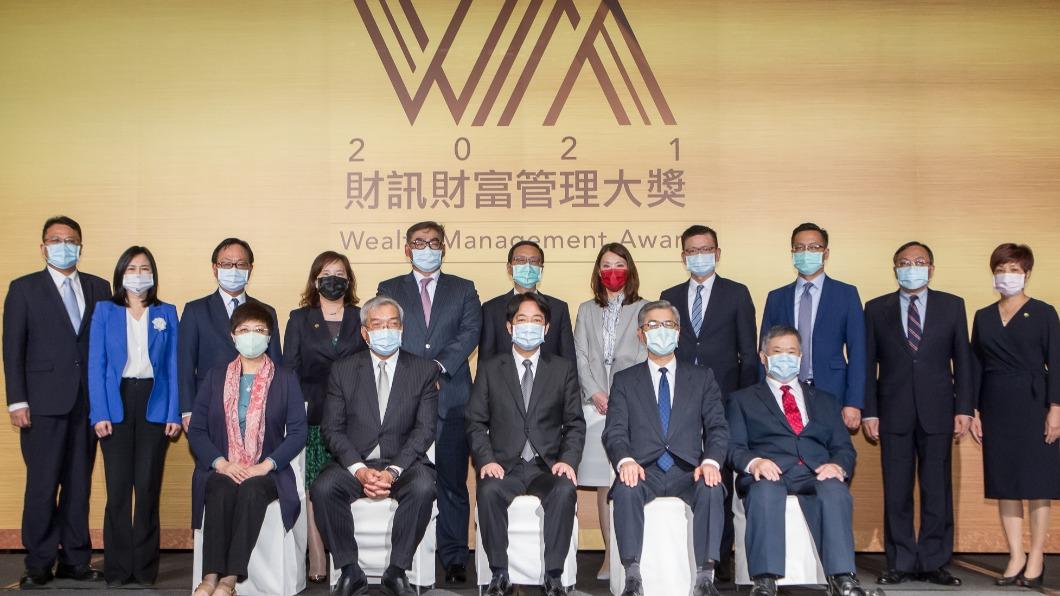 2021財富管理大獎今(17)日舉行,由中國信託、國泰世華以及台新拿下最佳財管獎。(圖/財訊提供) 元大證券蟬聯大贏家抱走七大獎 近九成民眾去年投資皆獲利