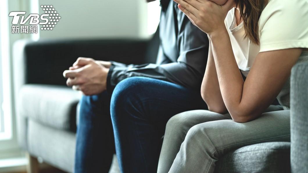 夫妻倆必須互相扶持才能夠維繫關係。(示意圖/shutterstock達志影像) 偷腥尪做筆錄全招了 正宮聽細節心碎大鬧警局