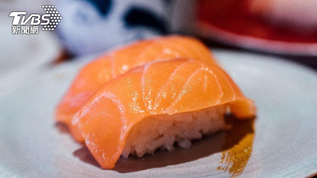 全台掀起一波鮭魚之亂。(示意圖/Shutterstock達志影像) 改名吃壽司現賺1萬!鮭魚男「駐點賺外快」揪十團秒額滿
