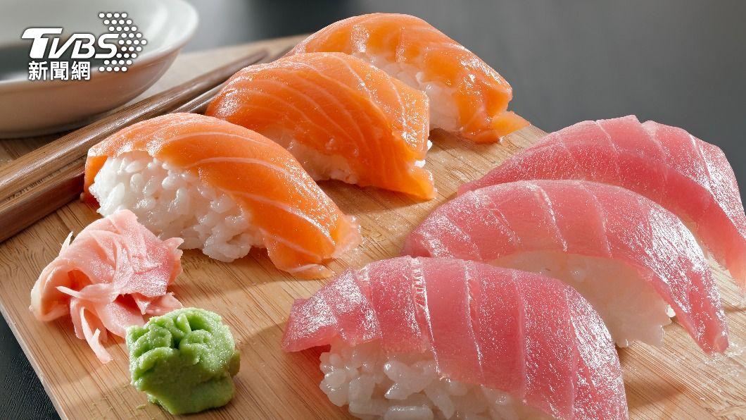 壽司店「鮭魚」優惠活動引發各界熱議。(示意圖/shutterstock 達志影像) 為吃壽司搶改名 23張「鮭魚哏圖」瘋傳:鮭組害了了
