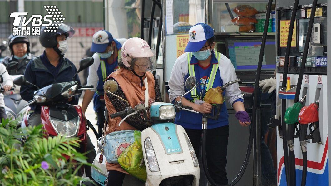 (圖/中央社) 加油要快!油價恐連5漲 汽柴油下週估漲4角、5角