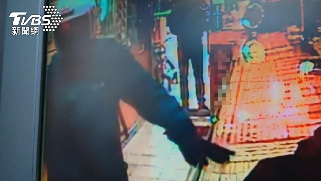 (圖/TVBS) 三重銀樓搶案2嫌在逃 1嫌落網供稱僅受託牽機車