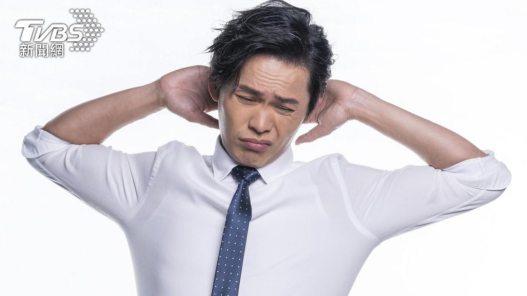 黃鐙輝曾因工作過於疲勞,免疫力下降,導致皮膚出狀況。(圖/TVBS) 揭老婆不給睡內幕!黃鐙輝「把我當印鈔機」一直操