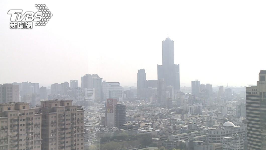 大陸冷氣團將挾帶沙塵、污染物影響台灣。(圖/TVBS資料畫面) 冷空氣挾沙塵 明日西半部空氣品質亮紅燈
