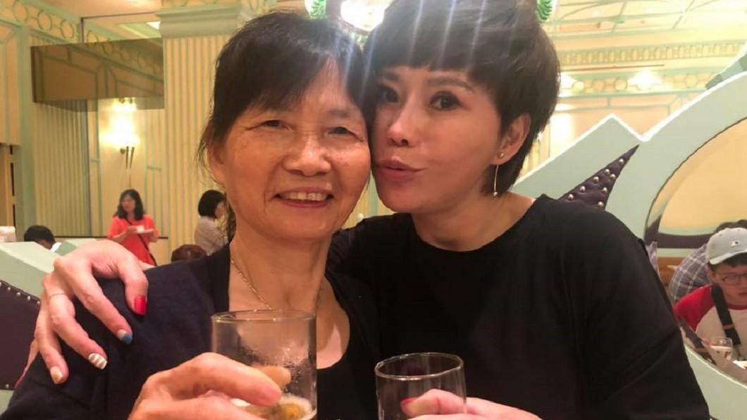 詹雅雯與母親感情極深。(圖/翻攝自詹雅雯臉書) 窮到買不起豆漿!詹雅雯「被債務壓垮」淚:不夠拚命嗎