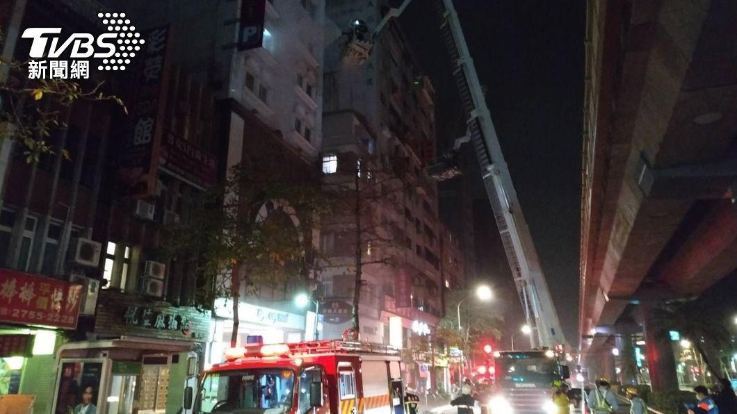 (圖/中央社) 北市防疫旅館凌晨火警 47名房客緊急疏散