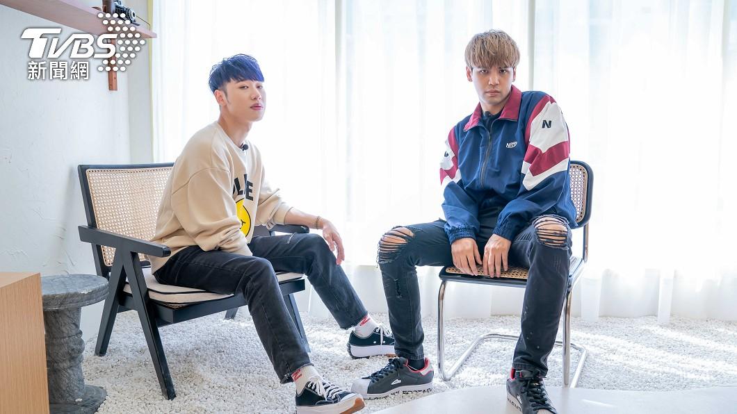 (圖左起)賴晏駒(小賴)、陳零九入主TVBS《食尚玩家》。(圖/TVBS) 獨/忠實鐵粉入主《食尚》 九賴興奮嗨喊:太幸福了