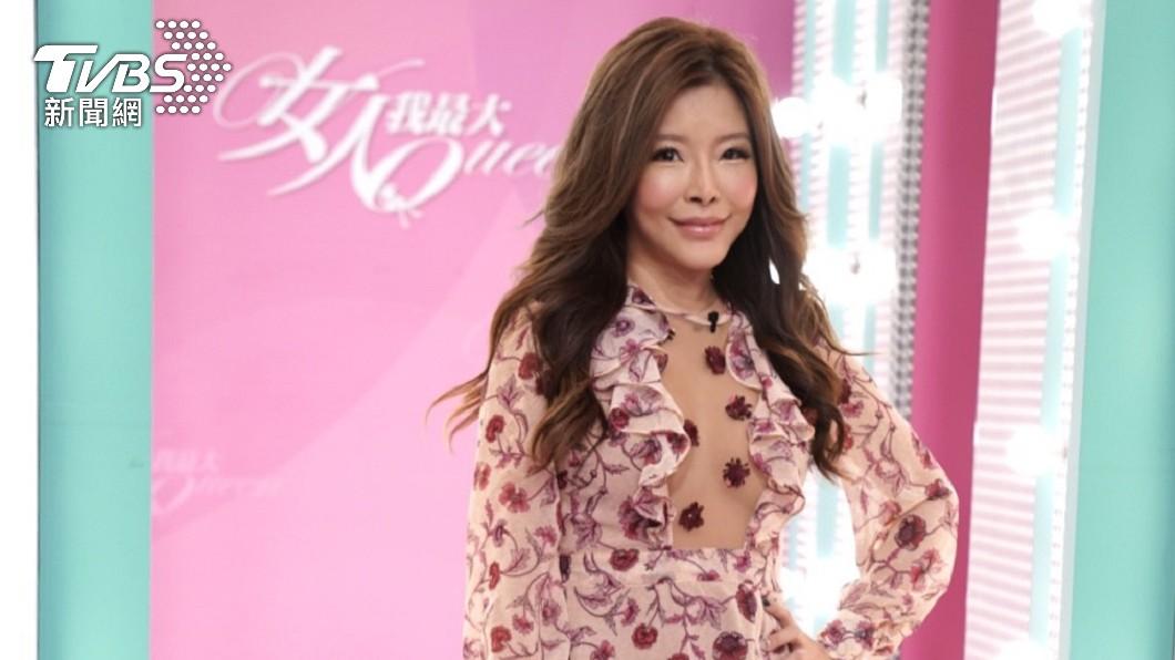 李愛綺昨(18)日到TVBS錄製《女人我最大》前受訪。(圖/TVBS) 獨/異國婚不易?李愛綺認「曾想分開」尪砸錢挽回