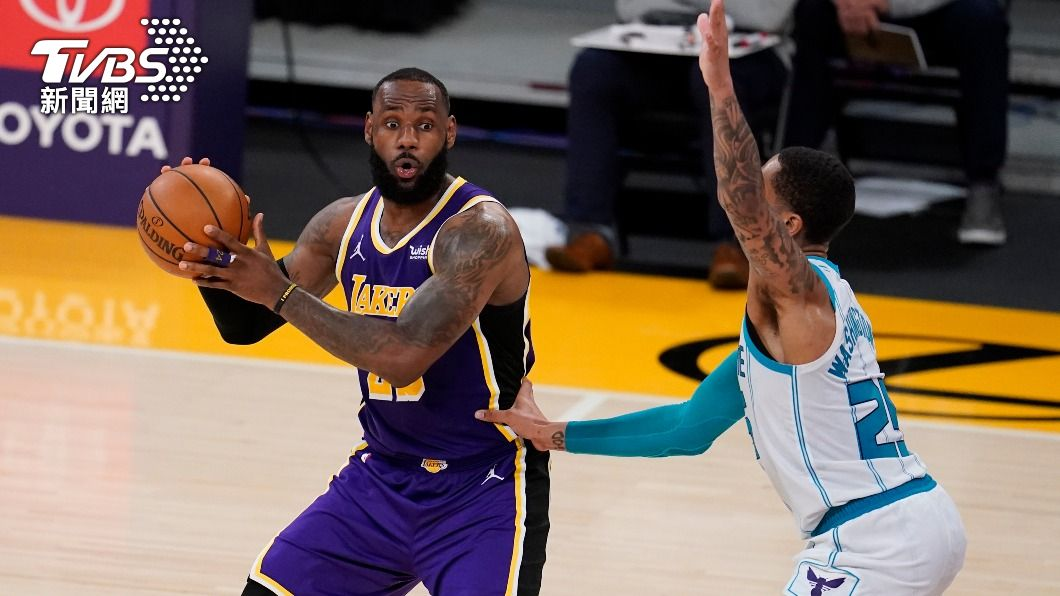 (圖/達志影像美聯社) NBA詹姆斯技壓球三弟 率湖人擊敗黃蜂