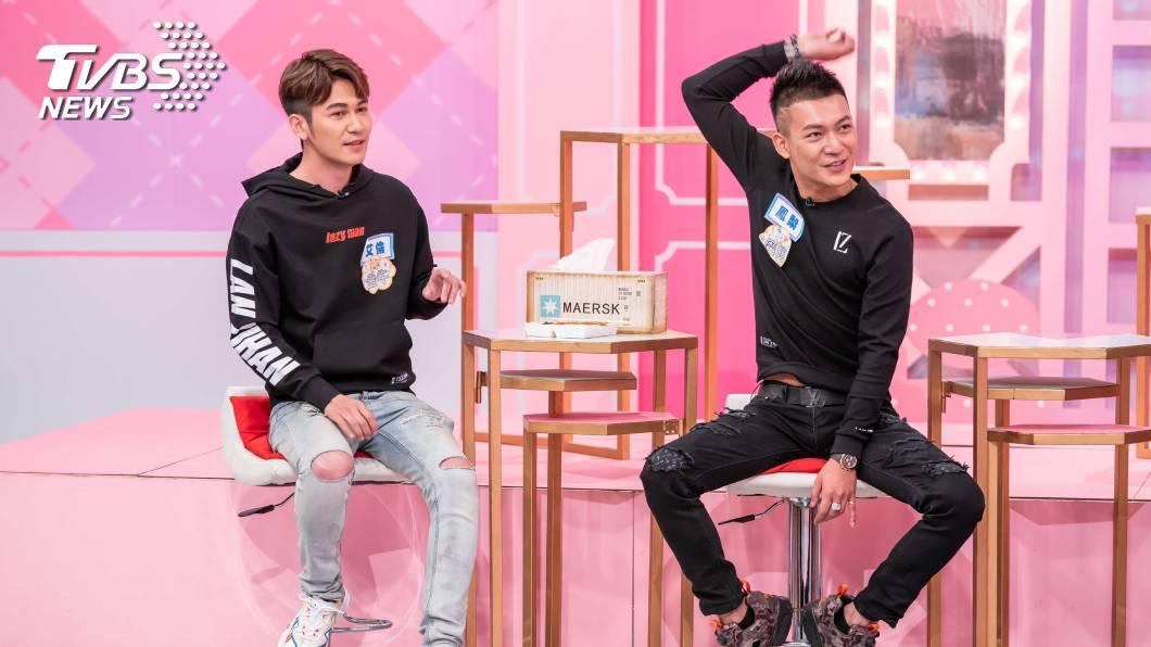 鳳梨和弟弟艾倫一度形同陌路。(圖/TVBS) 鳳梨「在外浪流連」搞壞家中氣氛 學霸弟氣炸:不能諒解