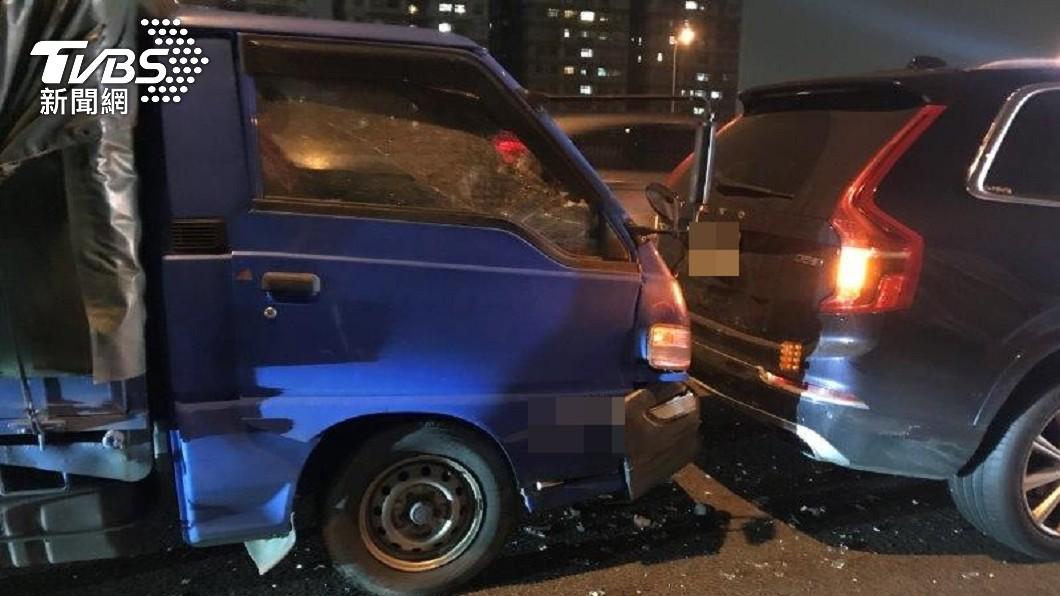 國道昨晚發生車禍,肇事駕駛名為「鮭魚」。(圖/TVBS) 真的被說中!亂改名「鮭魚」出車禍 命理師早斷言