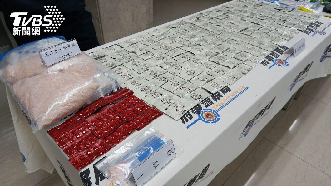 (圖/中央社) 鐵皮倉庫當毒品咖啡包分裝廠 警逮6人送辦