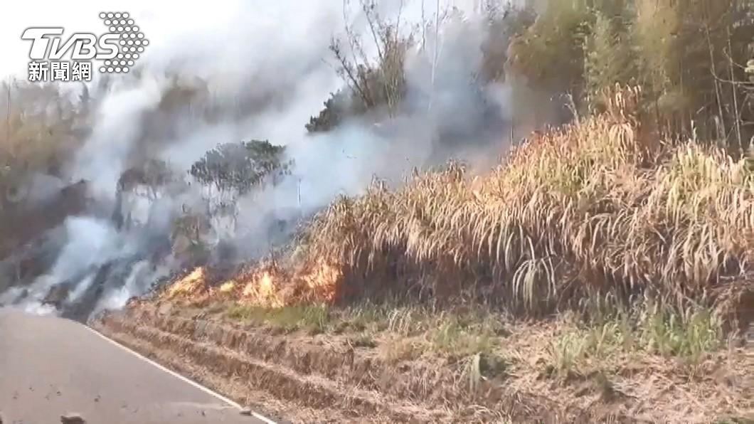 阿里山公路69公里處附近下方發生森林火災。(圖/TVBS) 狂燒30小時火勢控制 阿里山台18線開放時間點曝