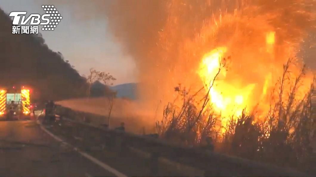 阿里山森林火災燒四天未熄。(圖/TVBS) 阿里山森林火災未熄 4天出動直升機35架次