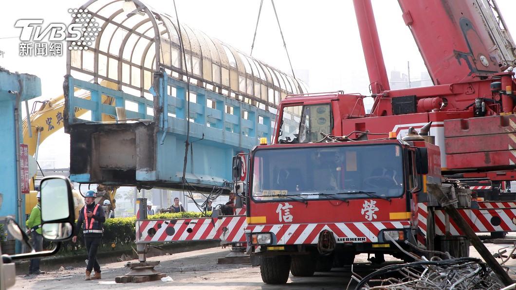 基一信橋拆除作業進度超前。(圖/中央社) 陪伴基隆人半世紀 「基一信橋」提前拆完功成身退