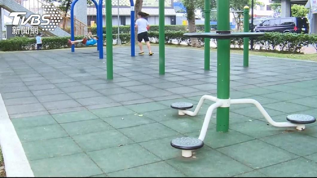 兒子在公園被大力巴頭,讓媽媽看了好心疼。(示意圖,與本事件無關/TVBS資料畫面) 兒被猛力巴頭12下痛哭 對方家長不理冷眼滑手機