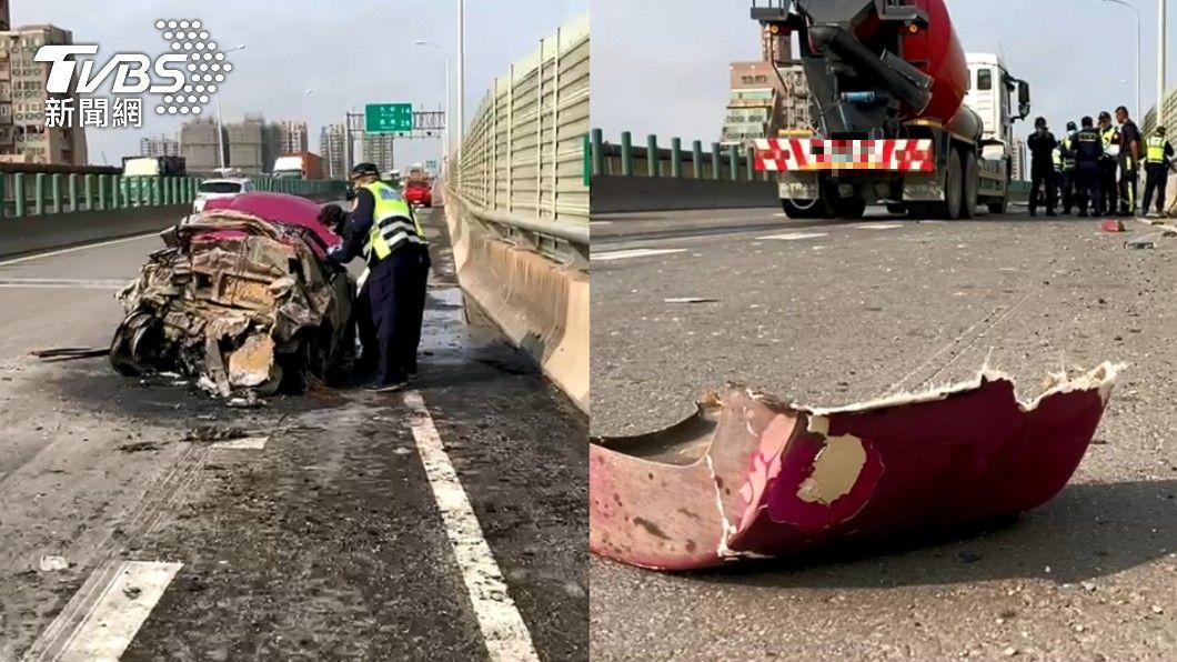 西濱快道發生火燒車事故。(圖/TVBS) 西濱快道火燒車 預拌車追撞小客車「1大1小慘成焦屍」