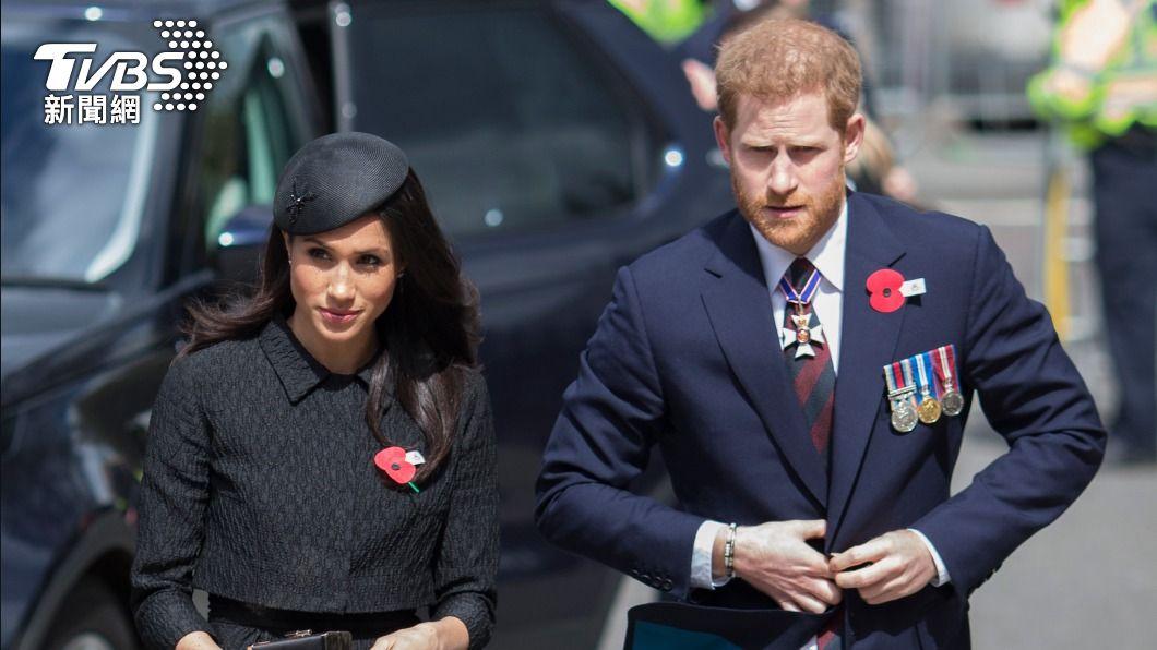 哈利王子與妻子梅根。(圖/達志影像美聯社) 哈利、梅根受訪爆王室醜聞 白金漢宮檢視多元性政策