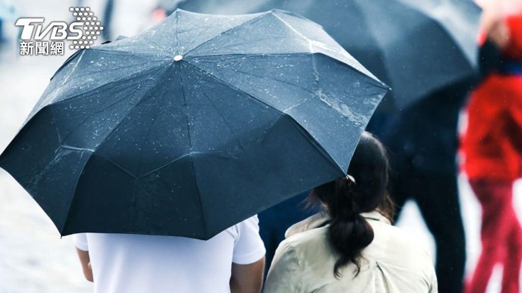 鄭明典公布最新梅雨指標圖,直呼降雨「現曙光」。(示意圖/Shutterstock達志影像) 最新梅雨指標出爐 鄭明典「看見曙光」曝顯著降雨時機