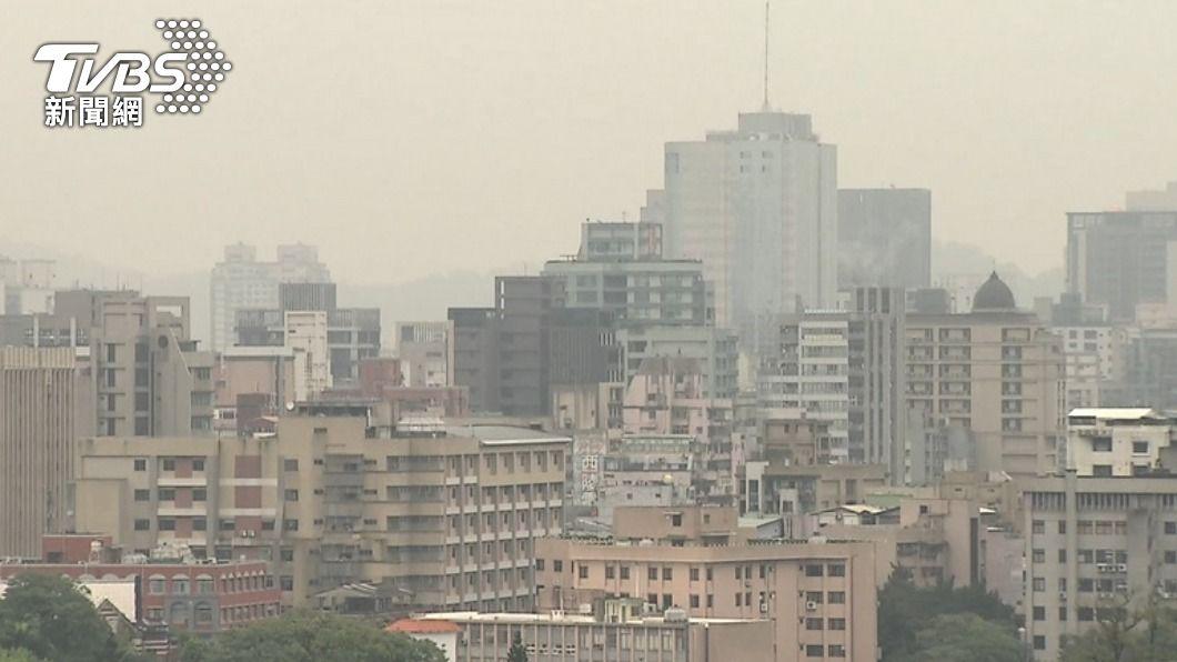 空汙是健康隱形殺手。(圖/TVBS資料畫面) 空汙暗藏「罹肺癌」危機 醫籲自保重點:口罩不離身