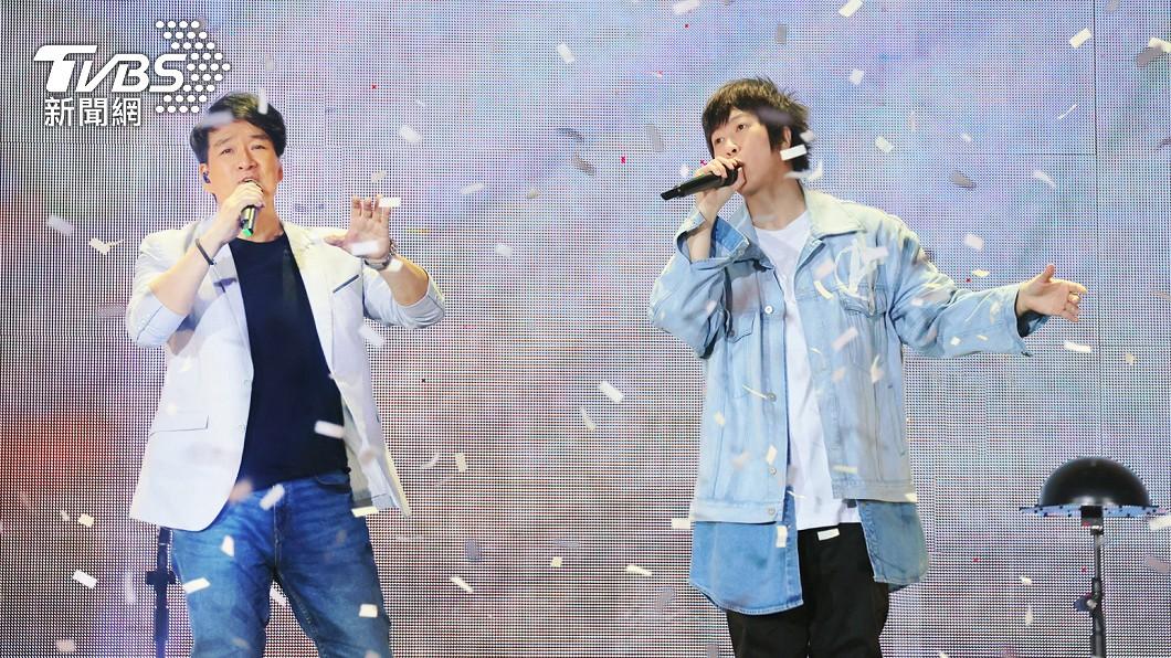 周華健21日助陣五月天,擔任台南第2場演唱會的嘉賓。(圖/相信音樂) 周華健搶搭鮭魚哏!考慮「名字有2字」免費看演唱會