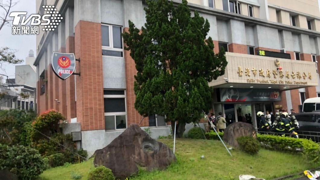(圖/中央社) 士林警分局辦公室突傳火警 電腦燒損幸未釀傷亡