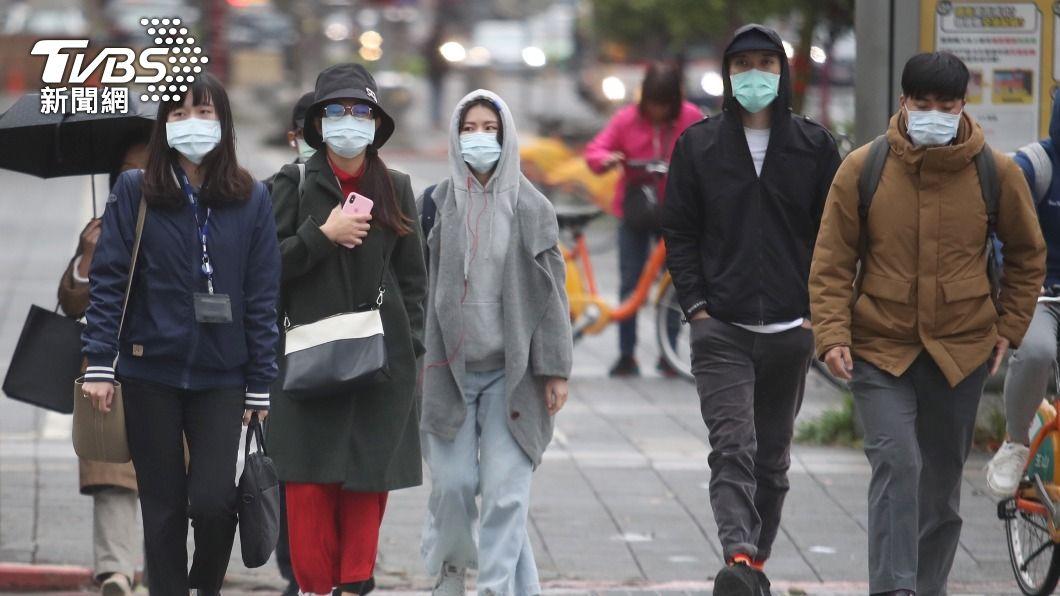(圖/中央社) 冷氣團襲台冷到23日清晨 北部6縣市防10度低溫