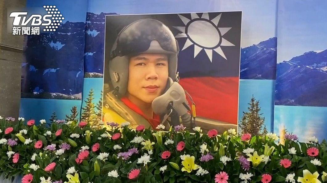 飛官朱冠甍去年10月底殉職。(圖/TVBS資料畫面) 飛官朱冠甍頭部重創原因 檢方:撞擊海面可能性大