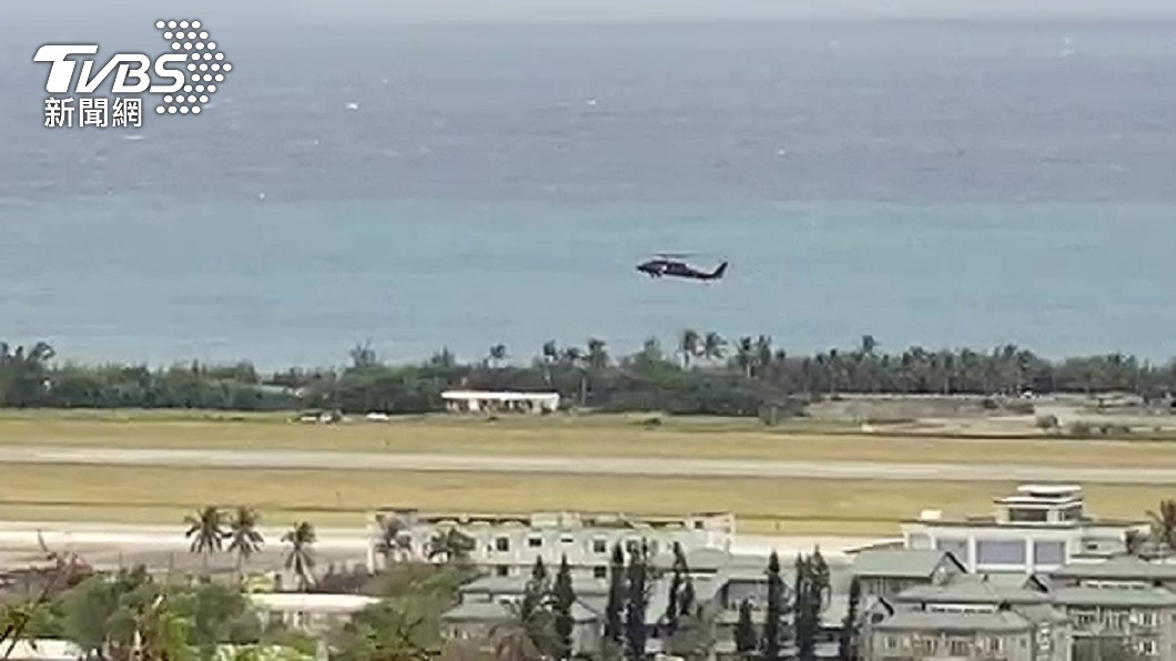 中尉羅尚樺由黑鷹吊掛回營區。(圖/TVBS) F-5E擦撞1死1失聯 空軍「青年節魔咒」3疑點曝