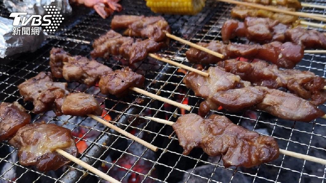 在住家騎樓烤肉當心挨罰。(示意圖/shutterstock達志影像) 到底怎麼烤?北市不禁「騎樓烤肉」 但被檢舉恐挨罰