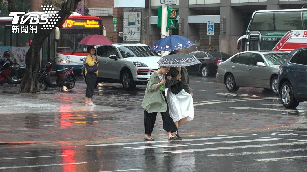 下週將是梅雨季前奏。(示意圖/shutterstock達志影像) 全台連5天降雨!梅雨季要來了「暴襲時間曝」