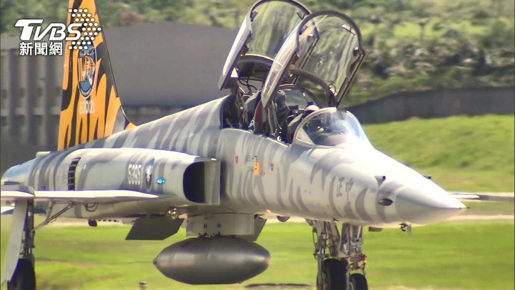 昨(22)日2架F-5E戰機發生擦撞。(圖/TVBS) F-5E失事「炸射訓練大脫靶」 空軍駁不實:勿傷士氣