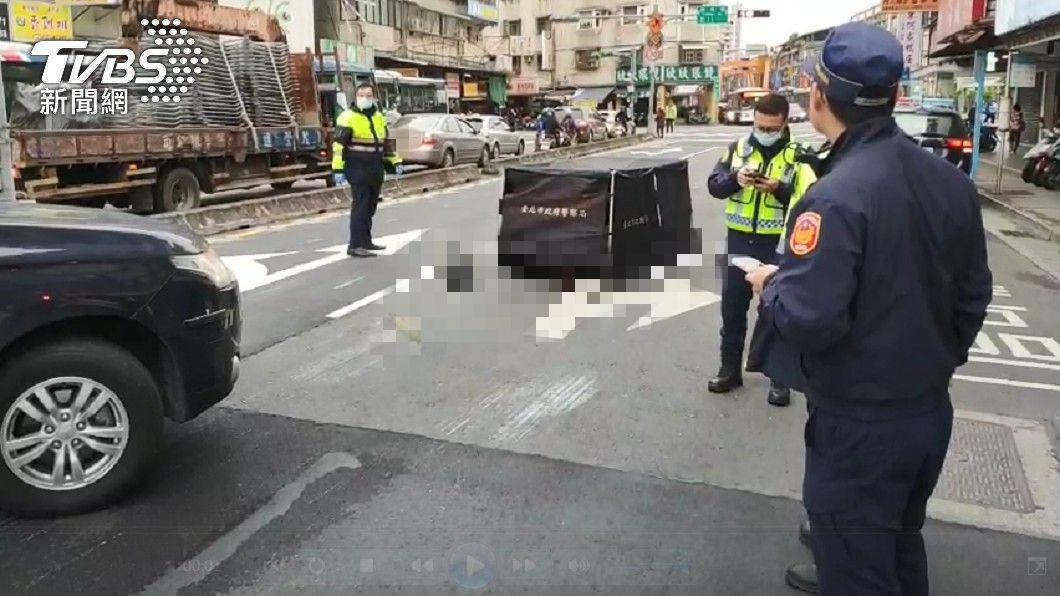 (圖/TVBS) 信義區7旬婦過馬路遭公車輾斃 司機:真的沒看到人