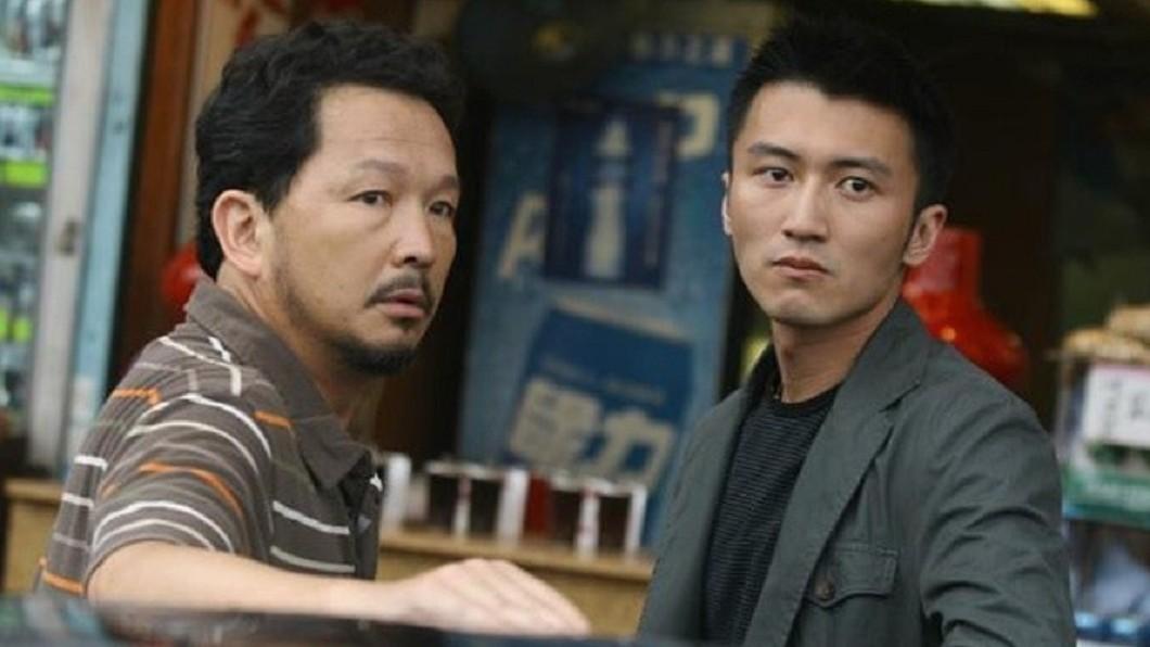 廖啟智(圖左)曾演出電影《證人》,被封為香港黃金綠葉演員。(圖/《證人》劇照,翻攝自微博) 《無間道》男星驚罹胃癌入院 一度病危宣布全面停工
