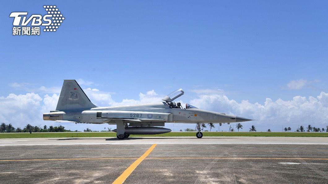 照片於2018年7月18日在台東志航空軍基地拍攝。(圖/中央社資料照) 傳F-5E失事肇因脫靶飛行違紀 空軍:與事實不符