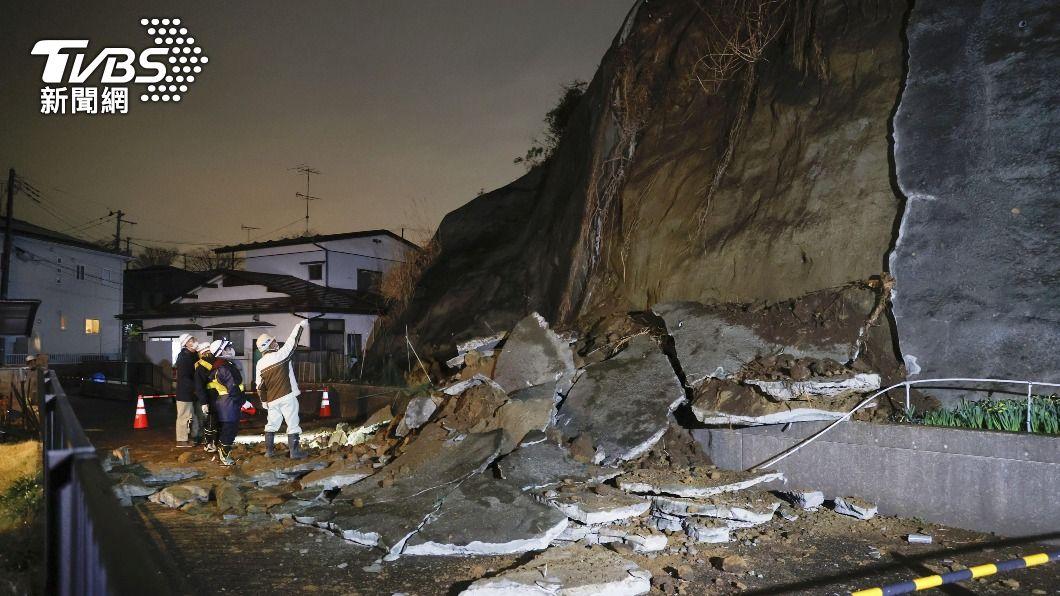 日本宮城縣20日發生強震,山壁土石坍塌。(圖/達志影像路透社) 日本宮城縣強震恐現規模7餘震 籲一週內保持警戒