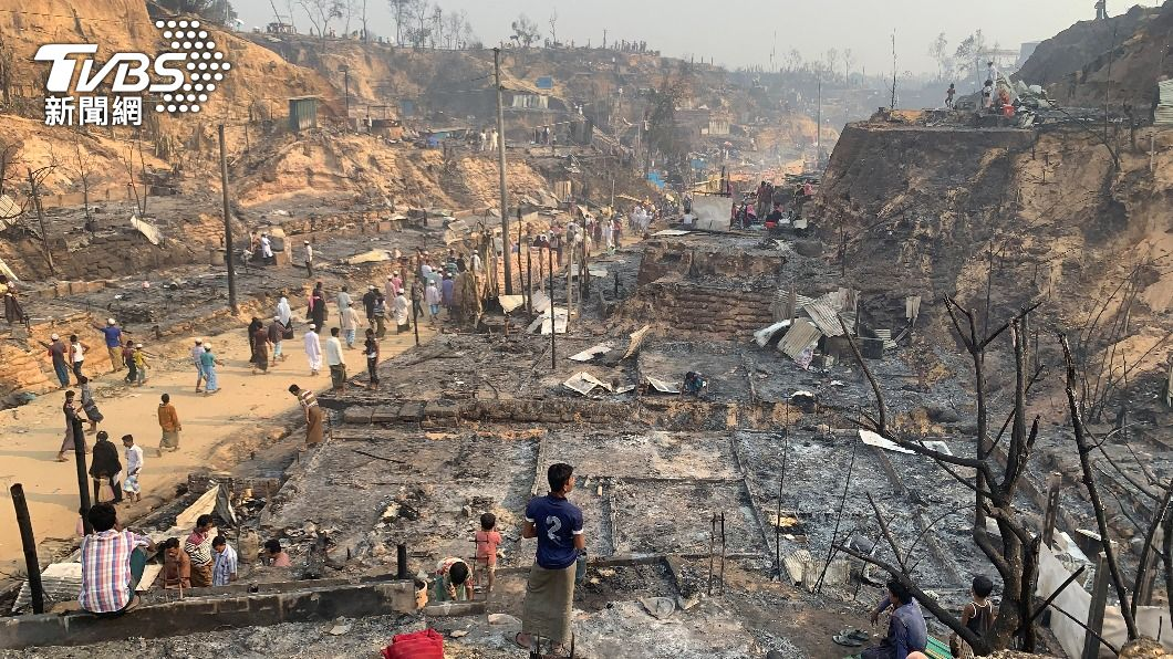 洛興雅難民營發生大火。(圖/達志影像美聯社) 孟加拉洛興雅難民營大火釀5死 至少2萬人逃離