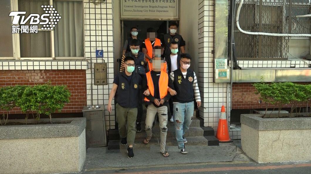 (圖/中央社) 綽號「白狗」暴力集團橫行討債 中市警逮9人送辦