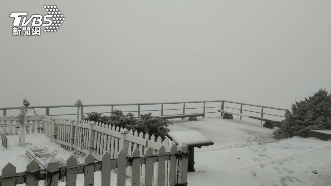 玉山又下雪了!3月雪銀白美景畫面曝光