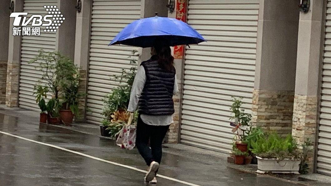 (圖/中央社) 高雄下雨了! 高屏溪攔河堰川流量略有增加