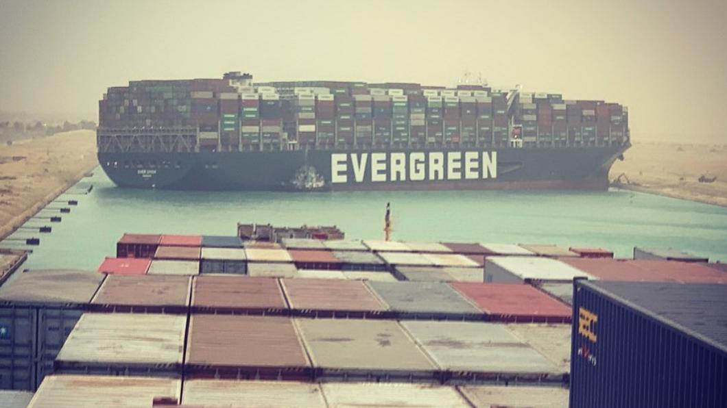 長榮貨輪卡蘇伊士運河 雙向交通大堵塞驚人畫面曝光