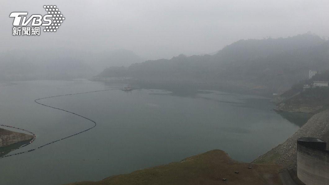 曾文水庫區降雨。(圖/中央社) 全台有雨中南部水庫有進帳 但仍未解旱象