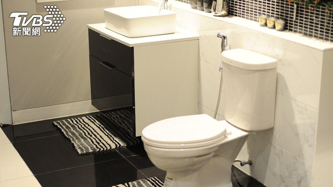 原PO的同事不喜歡廁間沒有對外窗。(示意圖/shutterstock達志影像) 一定要有窗?眾網友點名「不討喜格局」:住久會生病